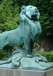 Lion statue Jardin du Luxembourg