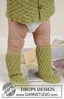Twister Socks - Socks in Alpaca - Free pattern by DROPS Design Baby Knitting Patterns, Knitting For Kids, Crochet For Kids, Baby Patterns, Knitting Socks, Knit Slippers Free Pattern, Knitted Slippers, Drops Design, Knitting Videos