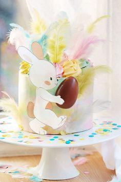 Aquí te traemos una auténtica dulzura de tarta decorada en tonos pastel que son de los más bonitos y llamativos 💞 Easter Cake, Easter Recipes, Easter Bunny, Vanilla Sponge Cake, Sweet Recipes, Food Coloring, Wafer Paper, Swirls, Pastel Shades