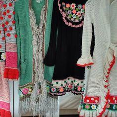Welke wordt het vandaag, ik kan nooit goed kiezen.... #goodmorning #crochetdesign #crochetlover #uncinetto #uncinettocreazione #buongiorno #handmade #happycollors