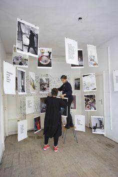 - How we work / Studio Aandacht / Neederlands - My Student Room Exhibition Display, Exhibition Space, Exhibition Ideas, Design Display, Design Design, Graphic Design, Book Presentation, Exposition Photo, Photo Exhibit