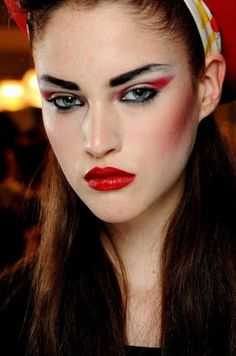 The Most Cool and Dramatic Halloween Makeup Looks From The Runway - Runway - Makeup - Halloween