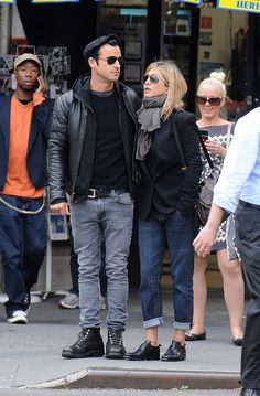 Justin Theroux and Jennifer Anniston - Such cute shoes and outfit she's wearing
