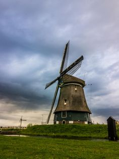 Landscapes usually look much better during bad weather than in clear skies and sunshine. In this blog post I will give you four tips on what you should pay attention when photographing. #landscapephotography #oneicturestory #landscapes #tips #holland #windmill