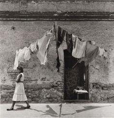Rodrigo Moya, Ropa limpia, Tacuba, Ciudad de México c. 1960s