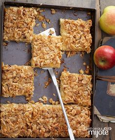Looking for a cake recipe you can whip up quickly? Our Apple Cake with Oatmeal Streusel Topping is the one you're looking for! This super-moist cake is studded with chunks of apple, then topped with a buttery oatmeal, walnut and cinnamon streusel. Oatmeal Streusel Topping Recipe, Streusel Cake, Cake Mix Recipes, Dessert Recipes, Cake Mixes, Dessert Ideas, Moist Cakes, Apple Cake, Fall Desserts