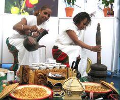 traditional ethiopian/eritrean clay coffee pot (jebena/jabana)(8.5
