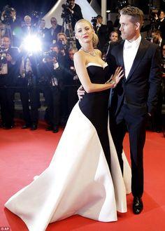 Blake Lively and Ryan Reynolds make a glamorous entrance #dailymail