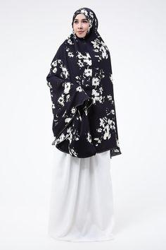 Black White Hijab Fashion, Raincoat, Turtle Neck, Abayas, Black And White, Sweaters, Jackets, Rain Jacket, Down Jackets