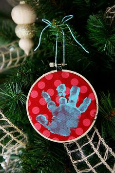 Our favorite ornaments every year are the ones we cantalk our kids into making with us and thefun handmade onesthat they bring home from school. (thank you to all the teachers that make ornaments with your students!!) With all of our kids in school except 9 month oldBaby Posie… we decided to make a Baby …