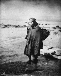Makah woman with gathering basket, Washington, 1910 UW Library Collection, UW Library American Indians of the Pacific Northwest Collection