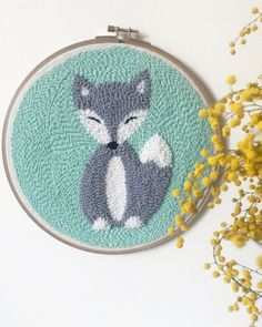 DIY Punch Needle Embroidery Tutorials and Ideas - Hey Lai DIY Punch Needle Embroidery Tutorials and Ideas – Hey Lai Punch Needle Kits, Punch Needle Patterns, Embroidery Purse, Embroidery Patterns, Diy Purse With Pockets, Ribbon Yarn, Punch Art, Art Floral, Rug Hooking