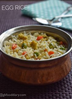 Egg Rice Recipe for toddlers and kids - healthy rice variety with eggs, vegetables and mild spices! Perfect for lunch box Easy Samosa Recipes, Veg Recipes, Lunch Recipes, Baby Food Recipes, Indian Food Recipes, Cooking Recipes, Celiac Recipes, Recipies, Toddler Meals