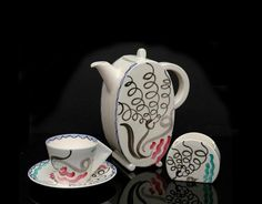 Clarice Cliff Bizarre First Edition Part Demi Tasse Coffee Set Designed by Ernest Proctor, Circa 1934 Comprising an ovoid coffee pot, six conical demi-tasse coffee cups and saucers and a sugar vessel, each painted with a stylised floriate pattern Coffee Set, Coffee Time, Tea Time, Coffee Cups, Chocolate Pots, Chocolate Coffee, Teapots Unique, Rookwood Pottery, Clarice Cliff