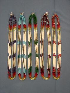 Beadwork Native Beading Patterns, Beadwork Designs, Native Beadwork, Seed Bead Earrings, Beaded Earrings, Beaded Jewelry, Native American Earrings, Native American Beadwork, Bead Loom Bracelets