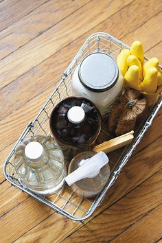 Three DIY cleaning recipes for a healthy, happy home Zero waste, plastic-free cleaning routine Homemade cleaning products recipes Homemade Cleaning Products, Cleaning Recipes, Natural Cleaning Products, Cleaning Hacks, Cleaning Supplies, Cleaning Routines, Diy Hacks, Cleaning Checklist, Natural Products