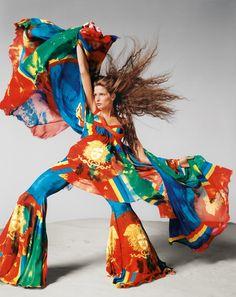 Memórias das supermodelos voltam com força total quando vejo novamente os poderosos anúncios de Gianni Versace feitos por Avedon