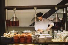 Wedding Buffet, Wedding Caterin, Catering Bodas, Buffet Bodas by @sixsensbycari //Photo by @raquelbenito
