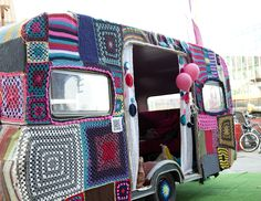 Yarn bombing and glamping TOGETHER! Yarn bomb by the Ladies Fancywork Society, Amsterdam. Vintage Caravans, Vintage Trailers, Vintage Campers, Classic Trailers, Tiny Trailers, Camper Trailers, Travel Trailers, Glam Camping, Glamping