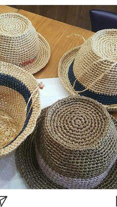 Crochet Cap, Crochet Beanie, Knitted Hats, Sombrero A Crochet, Pork Pie Hat, Raffia Hat, Summer Hats For Women, Crochet Videos, Crochet Fashion