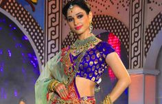 indian celebrities in traditional jewellery Affordable Jewelry, Indian Celebrities, Bollywood Actress, Actresses, Traditional, Jewellery, Google Search, Female Actresses, Jewels