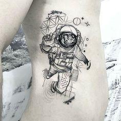 Astronaut Tattoo, Alien Tattoo, Sketch Tattoo Design, Forearm Tattoo Design, Tattoo Sleeve Designs, Leg Tattoos, Black Tattoos, Body Art Tattoos, Sleeve Tattoos