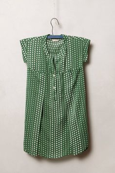 Cute spring top! Love the front detail and I obviously love polka dots!
