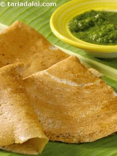 Here is another famous south indian delicacy to please your palate on a fasting day. Best enjoyed with green chutney or peanut and curd chutney.