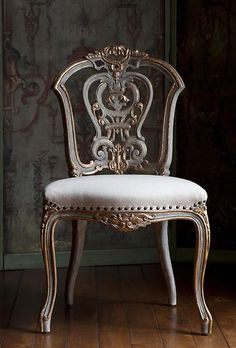 Painted chair with gilding Paint Furniture, Home Decor Furniture, Shabby Chic Furniture, Furniture Online, Furniture Ideas, Antique Chairs, Vintage Chairs, Classic Furniture, Unique Furniture