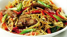 Chow Mein, Chow Chow, Pat Thai, Asian Recipes, Ethnic Recipes, Wok, Japchae, Food And Drink, Beef