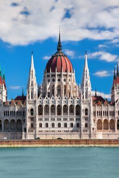 This is one of the most amazing architecture in Budapest! The capital of Hungary is an amazing place to visit in Europe. #traveldestinations #travelideas #placestogo #placestovisit #vacationideas www.haisitu.ro