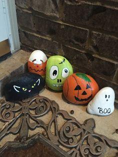 Halloween Painted Rocks!
