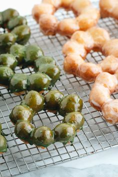 A copycat recipe for the Pon de Ring Donuts from Mr. Donut in Japan! They got a soft, airy, bouncy, chewy, and mochi-like texture.all at the same time! Japanese Donuts, Japanese Food, Japanese Desserts, Japanese Snacks, Japanese Mochi Donut Recipe, Japanese Purple Sweet Potato Recipe, Japanese Wagashi, Donut Recipes, Copycat Recipes