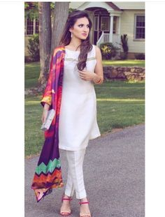 White salwar kameez and colorful dupattas are never off trend Salwar Designs, Blouse Designs, Indian Attire, Indian Wear, Pakistani Outfits, Indian Outfits, Anarkali, Lehenga, Churidar