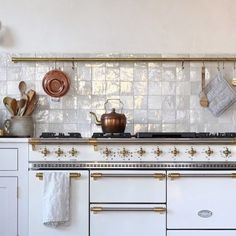 weathered white zellige is workin' it in this kitchen! thank you for sharing @jerseyicecreamco! #cletile