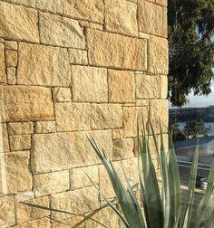 65 super Ideas for exterior stone cladding feature walls Wall Cladding Interior, Stone Cladding Exterior, Sandstone Cladding, Natural Stone Cladding, Exterior Siding Colors, Cladding Design, Sandstone Wall, Natural Stone Wall, Wall Exterior