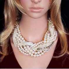 Big Pearl Bib Necklace✨6 available✨ Big and beautiful faux pearl necklace. Awesome statement piece! Sure to turn heads. This has clear rhinestones. New in package! My baby girl is modeling one for u! Lol Jewelry Necklaces