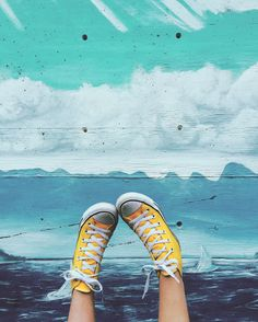 All Star is a lifestyle 🌟 Yellow Converse, Converse All Star, Converse Shoes, Zapatillas All Star, Converse Photography, Aesthetic Pictures, Sock Shoes, Kicks, Pumps