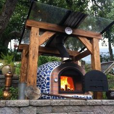 Four à pizza bois : Wood burning pizza oven with cast iron door & tile mosaic Wood Oven, Wood Fired Oven, Wood Fired Pizza, Wood Burning Oven, Diy Pizza Oven, Pizza Oven Outdoor, Brick Oven Outdoor, Brick Oven Pizza, Garden Pizza