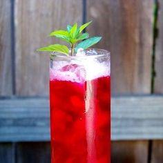 Para estos días de calor lo único que se me antoja es una bebida bien fría y súper refrescante y por eso esta receta que te voy a compartir es de mis fa...