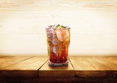 Conheça os drinks da rede de restaurantes e aprenda a fazer a Pink Lemonade Carnaval, momento em que as altas temperaturas e a alegria dos foliões tomam conta das cidades. Para brindar este clima, nada melhor do que uma bebida refrescante, saborosa e natural. Para quem se prepara para a folia, o Madero oferece opções ...