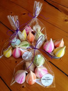 Charlie Buckett meringue kisses - perfect for favours