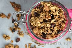 I believe you will agree with me that homemade granola (also called baked muesli) is the best. Plus, if it is a healthier and more diet version than the store-bought one, it's a. Protein Desserts, Muesli, Baked Oats, Daniel Fast, Eat Breakfast, Vegan Gluten Free, Sugar Free, Yogurt, Healthy Recipes