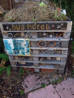 A pallet bug hotel - 5 star biodiversity lodgings - I like the idea of adding identification charts (eyfs outdoor area water) Outdoor Learning Spaces, Outdoor Play Areas, Outdoor Education, Early Education, Preschool Garden, Sensory Garden, Preschool Playground, Bug Hotel, Outdoor School