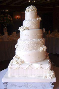 Pastel de boda de la vendimia con flores de azúcar