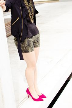 Military shorts paired with more feminine pieces like a peplum and fuchsia pointy pumps, possess a slightly more polished feel that doesn't feel too far removed from my style. Indie Fashion, Fashion Beauty, Womens Fashion, Military Fashion, Military Style, Military Shorts, Club Monaco, My Wardrobe, Camo