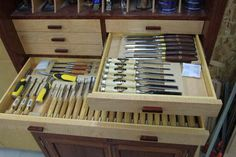 Roll-around tool cabinet