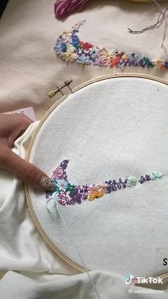 Diy Embroidery Patterns, Simple Embroidery Designs, Basic Embroidery Stitches, Hand Embroidery Videos, Embroidery On Clothes, Couture Embroidery, Learn Embroidery, Hand Embroidery Stitches, Beginner Embroidery