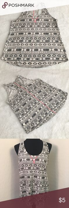 """Layering Sleeveless Tank Top w/ Pink Stitching Cute layering sleeveless with geometric pattern, whit and black with pink stitching on front and back. Pre-owned in great condition. Size Large with following measurements: Underarm to understand is 20"""" flat lay, length is 25"""". Mossimo Supply Co. Tops Tank Tops"""