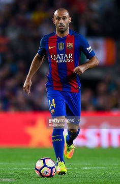 Javier Mascherano of FC Barcelona runs with the ball during the La Liga match between FC Barcelona and Club Atletico de Madrid at the Camp Nou stadium on September 21, 2016 in Barcelona, Spain.